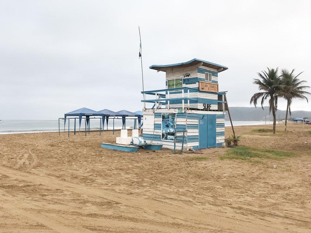 Equateur Coeur de voyageurs Puerto lopez cabane plage